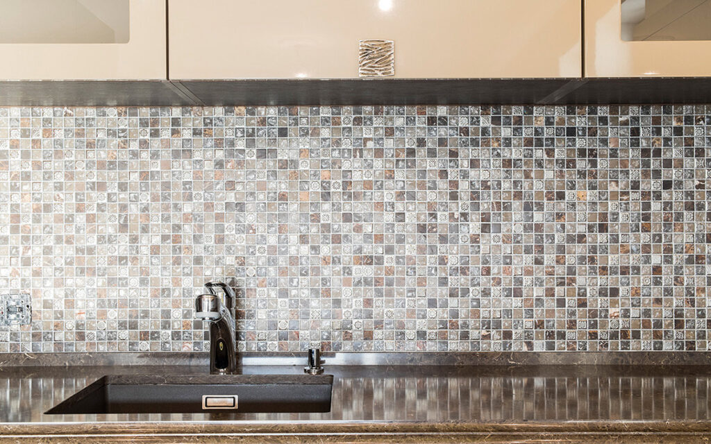 small kitchen functionality ideas - backsplash